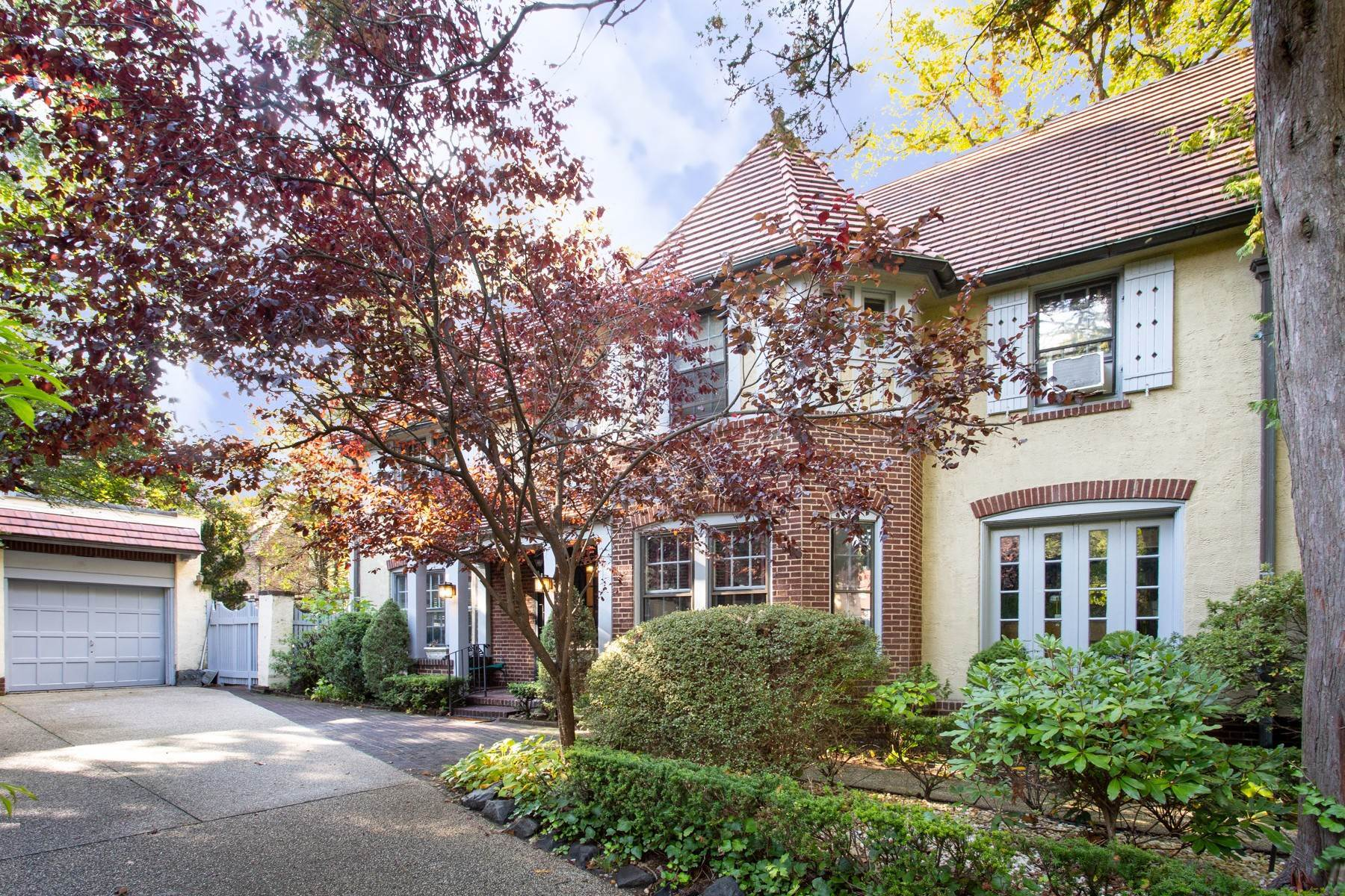 Single Family Homes for Sale at 'FOREST HILLS GARDENS ATTERBURY HOME DESIGNED FOR LIVING, SPACIOUS INSIDE & OUT' 63 Greenway North, Forest Hills Gardens, Forest Hills, New York 11375 United States