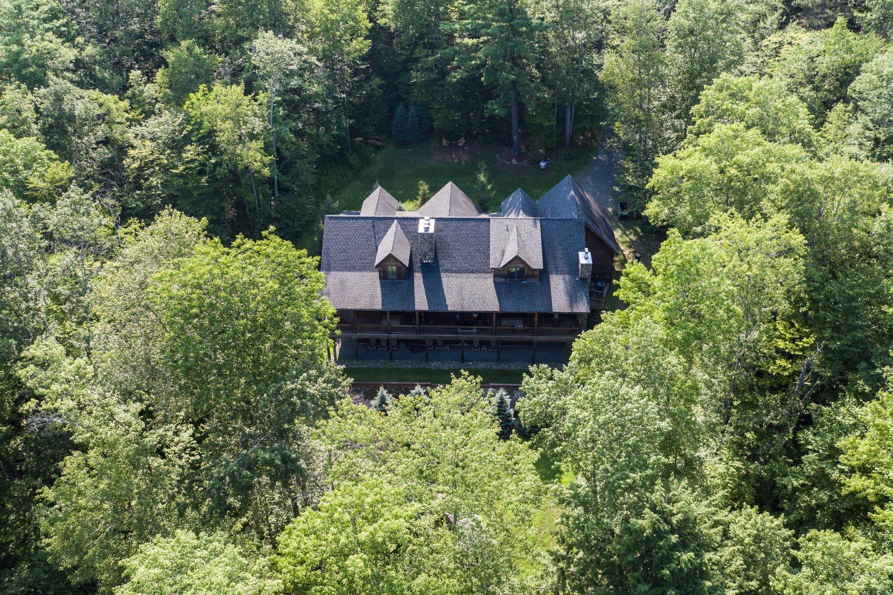 42. Single Family Homes for Sale at Eagle's Cove at The Chapin Estate 181 Woodstone Trail Bethel, New York 12720 United States