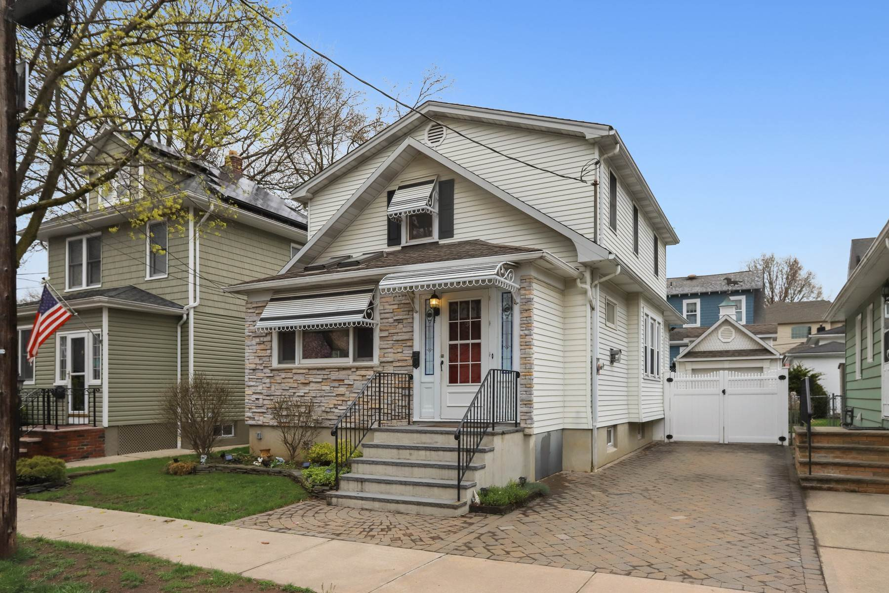 Single Family Homes for Sale at 3 Bedrooms Colonial at Dickie Ave. 245 Dickie Ave Staten Island, New York 10314 United States