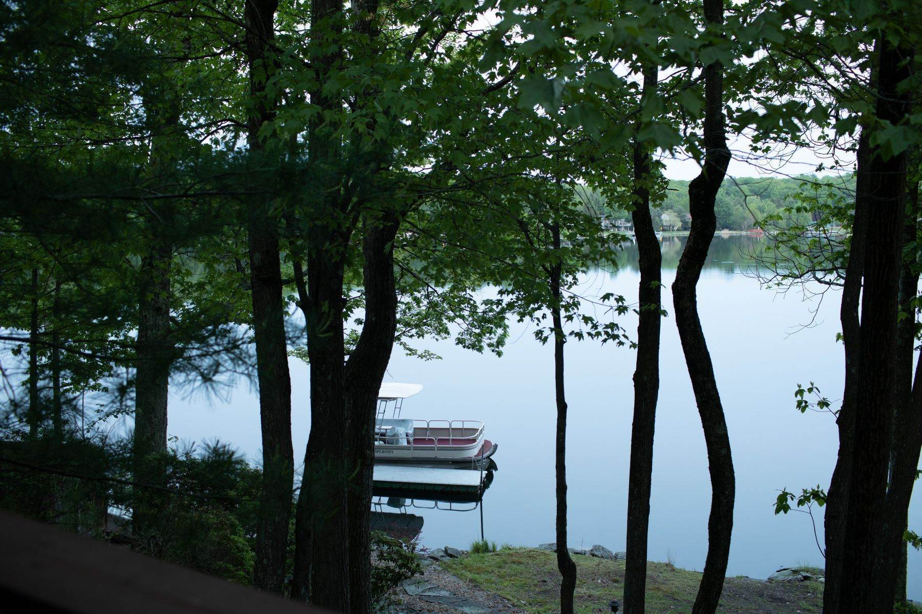 25. Single Family Homes for Sale at Lake Louise Marie Lakefront 51 Scarborough Circle, Emerald Green Rock Hill, New York 12775 United States
