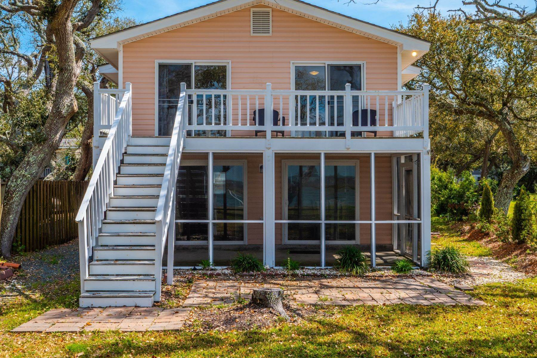 Single Family Homes en Sound Front Beach Cottage With Pier 121 Beachwood Dr. Surf City, Carolina Del Norte 28445 Estados Unidos