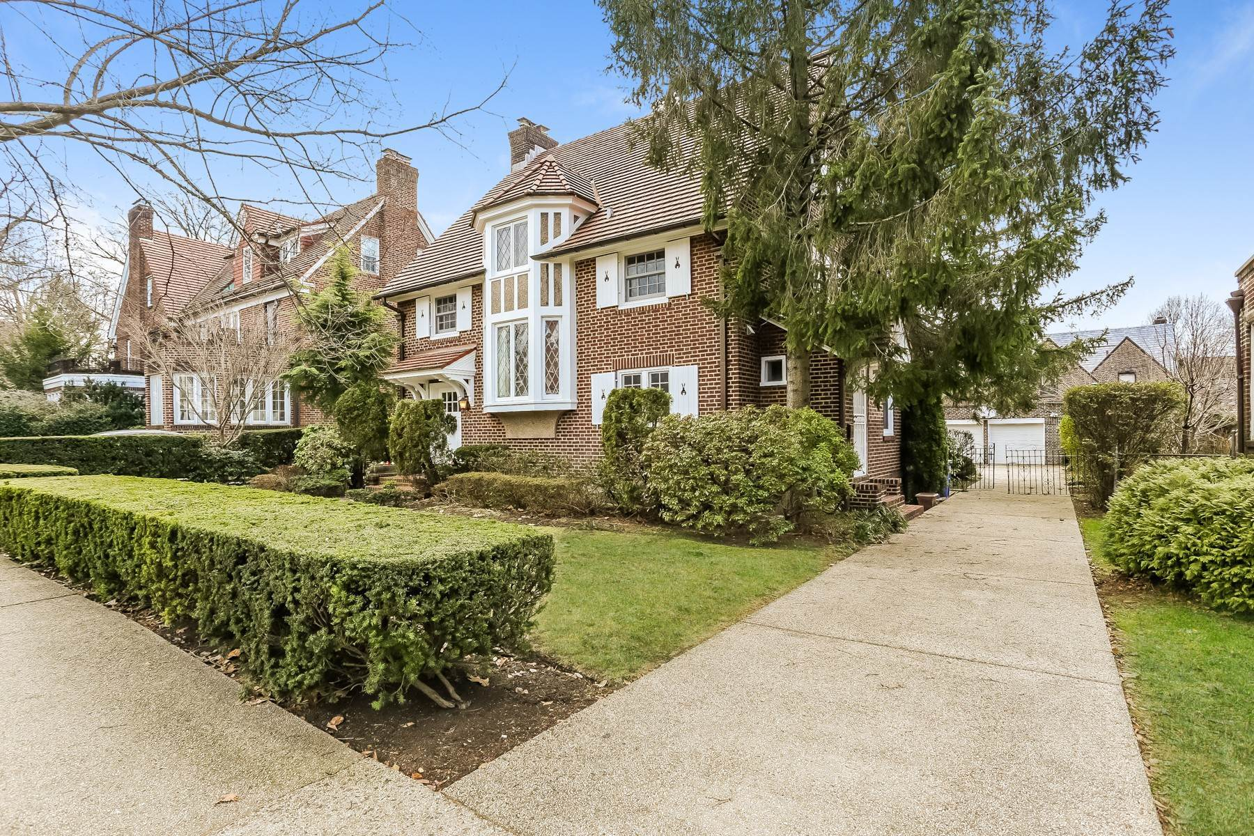 Single Family Homes for Sale at 'SPACIOUS STORYBOOK HOME, FULLY RENOVATED' 19 Groton Street, Forest Hills Gardens, Forest Hills, New York 11375 United States
