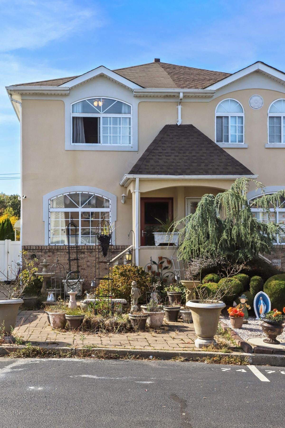 Single Family Homes for Sale at Semi-Detached Colonial in Private Development 74 Salamander Court Staten Island, New York 10309 United States