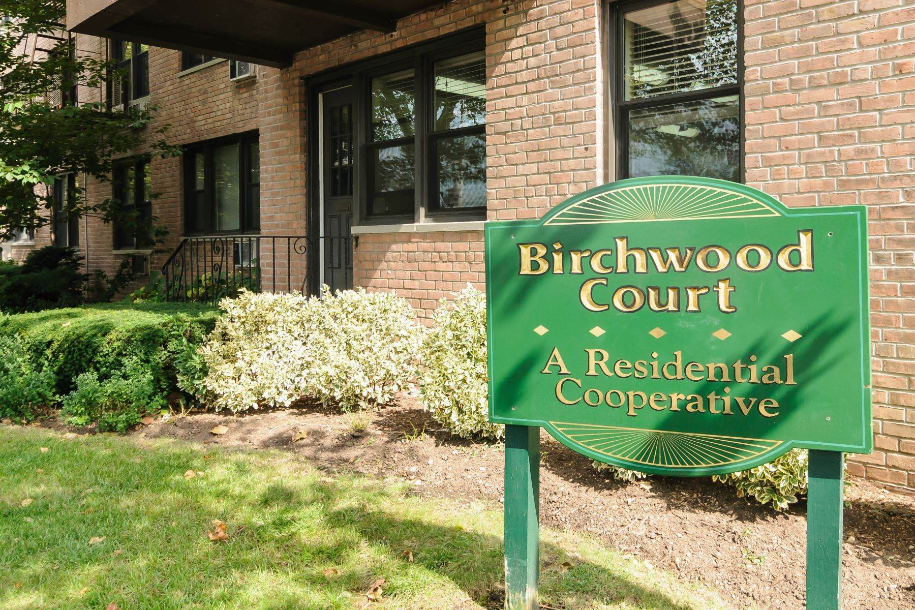 Co-op Properties for Sale at 4 Birchwood Court, Mineola, Ny, 11501 4 Birchwood Court , 3M Mineola, New York 11501 United States