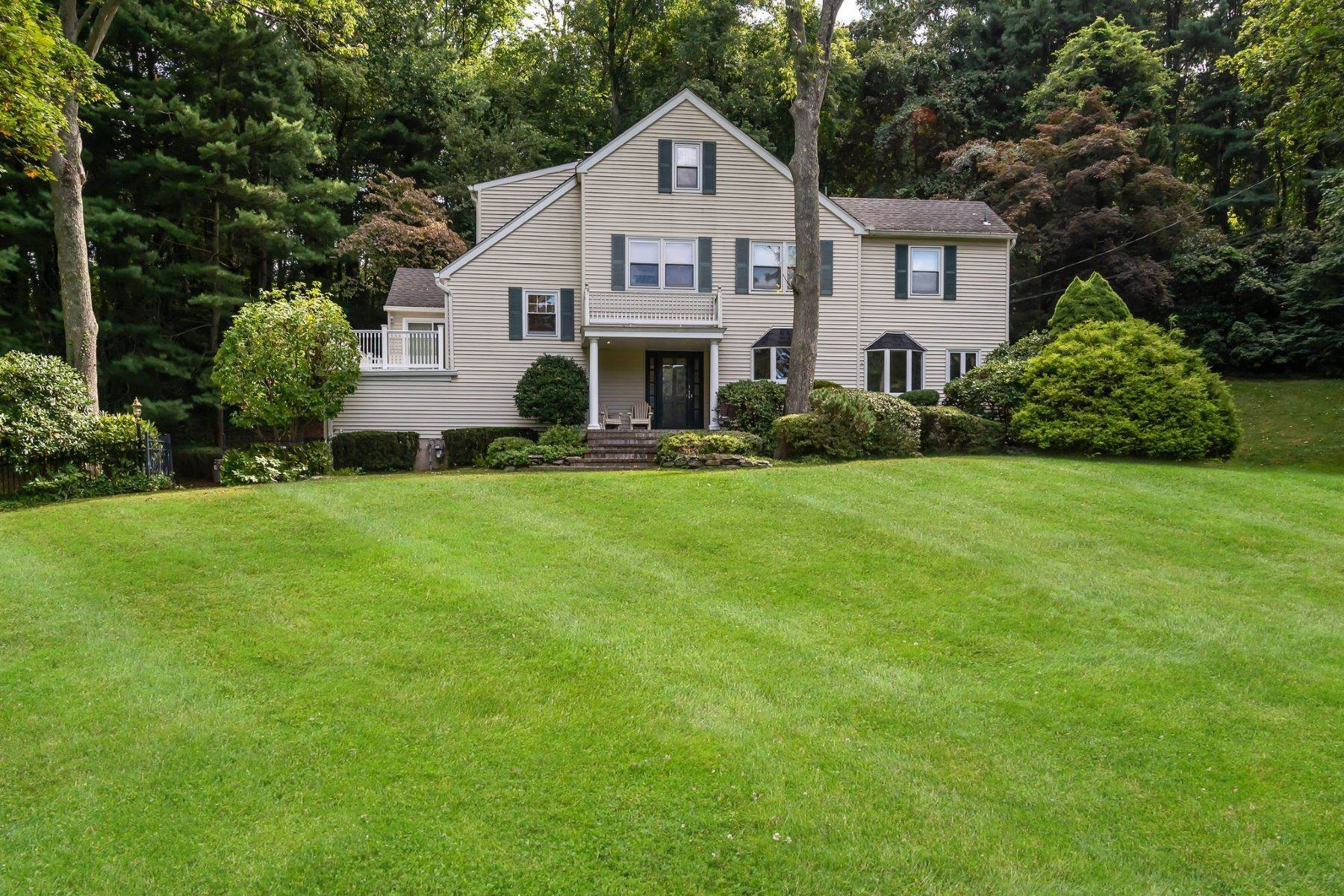 Single Family Homes for Sale at 1 Pond Drive, Lloyd Harbor, Ny, 11743 1 Pond Drive Lloyd Harbor, New York 11743 United States