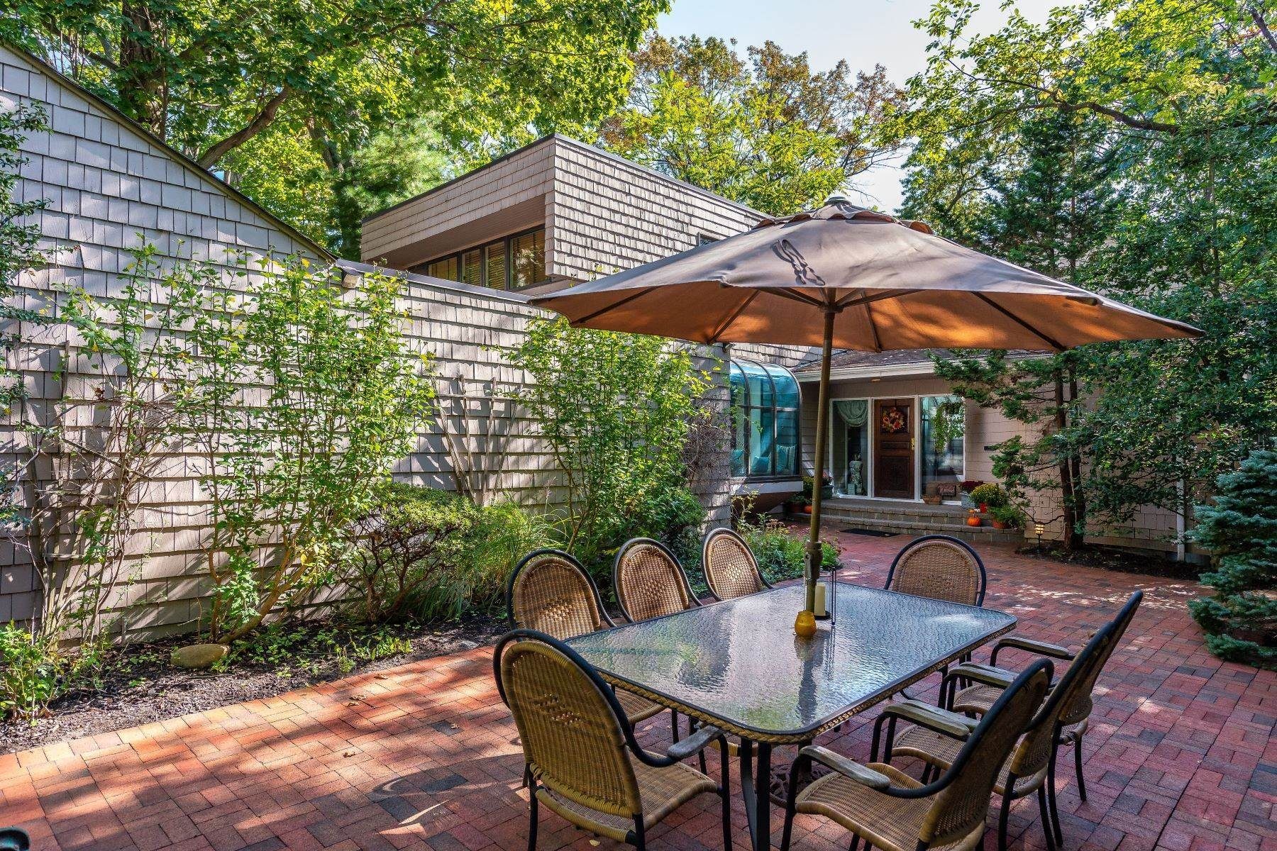 Single Family Homes for Sale at 4 Woodland Place, Port Washington, Ny, 11050 4 Woodland Place Port Washington, New York 11050 United States