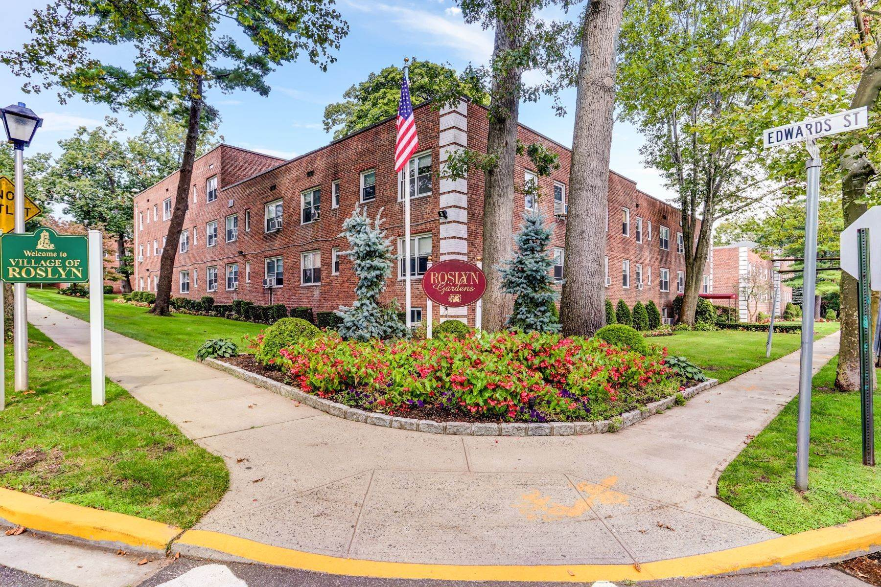Co-op Properties for Sale at 97 Edwards Street, Roslyn Heights, Ny, 11577 97 Edwards Street , 2C Roslyn Heights, New York 11577 United States