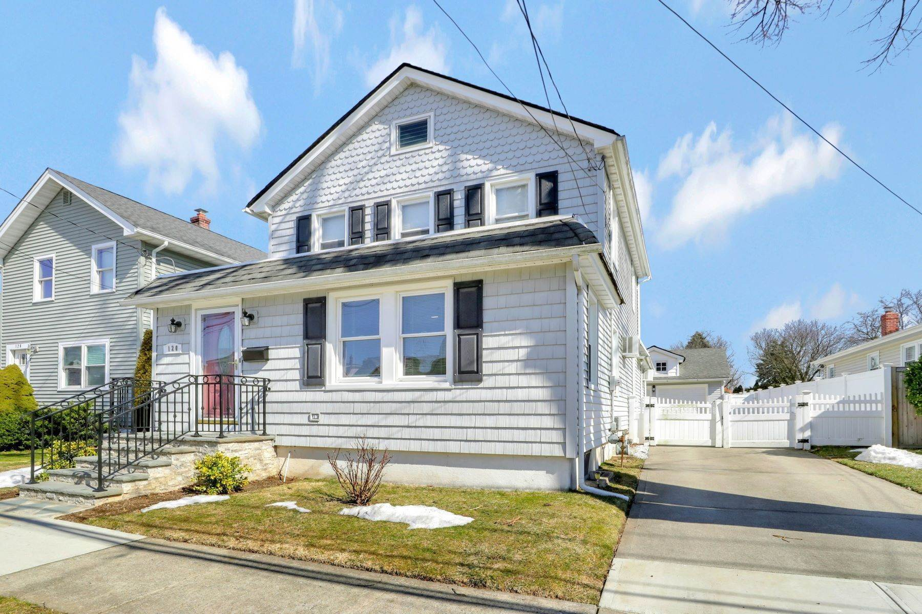 Single Family Homes for Sale at 120 Central Avenue, New Hyde Park, NY 11040 120 Central Avenue New Hyde Park, New York 11040 United States