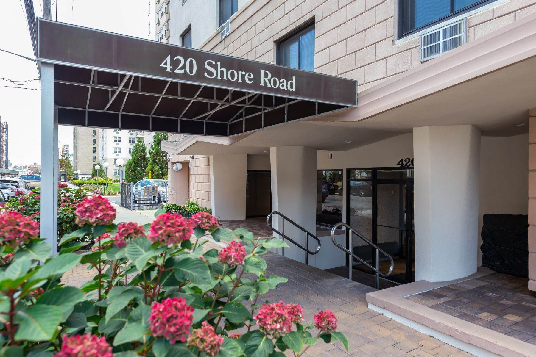 Co-op Properties for Sale at 420 Shore Road, Long Beach, Ny, 11561 420 Shore Road , 6F Long Beach, New York 11561 United States