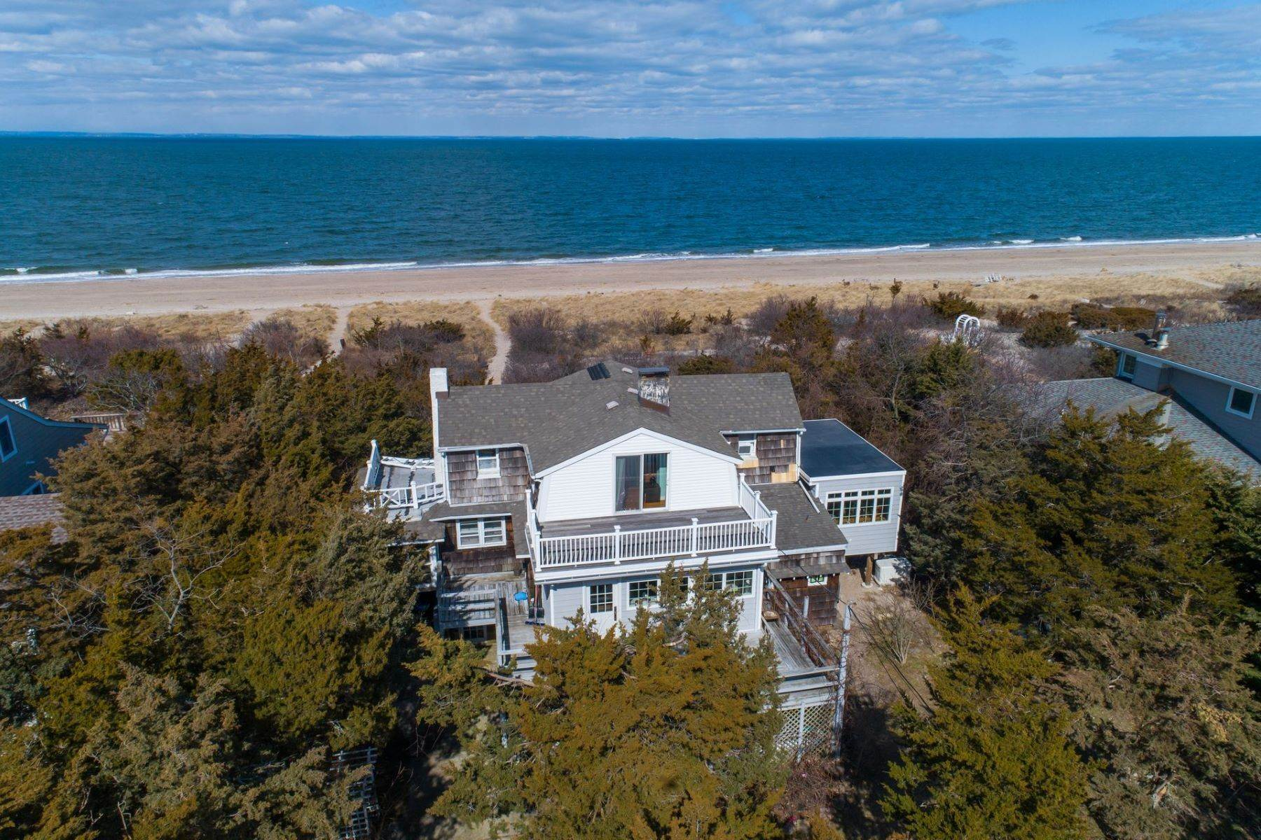 Single Family Homes for Sale at 129 Harbor Beach Road, Mt. Sinai, Ny, 11766 129 Harbor Beach Road Mount Sinai, New York 11766 United States