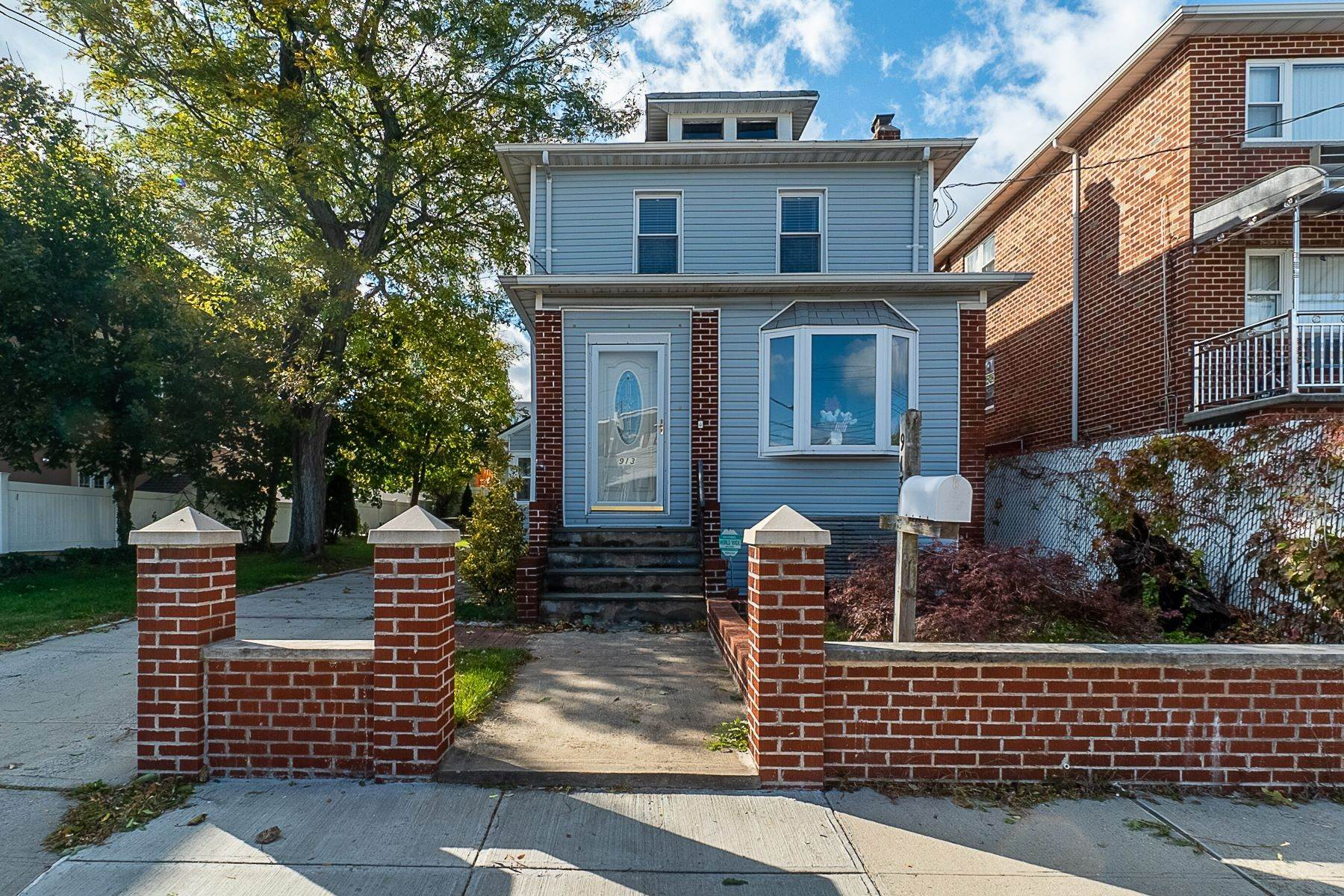 Single Family Homes for Sale at 913 Dean Avenue, Bronx, Ny, 10465 913 Dean Avenue Bronx, New York 10465 United States