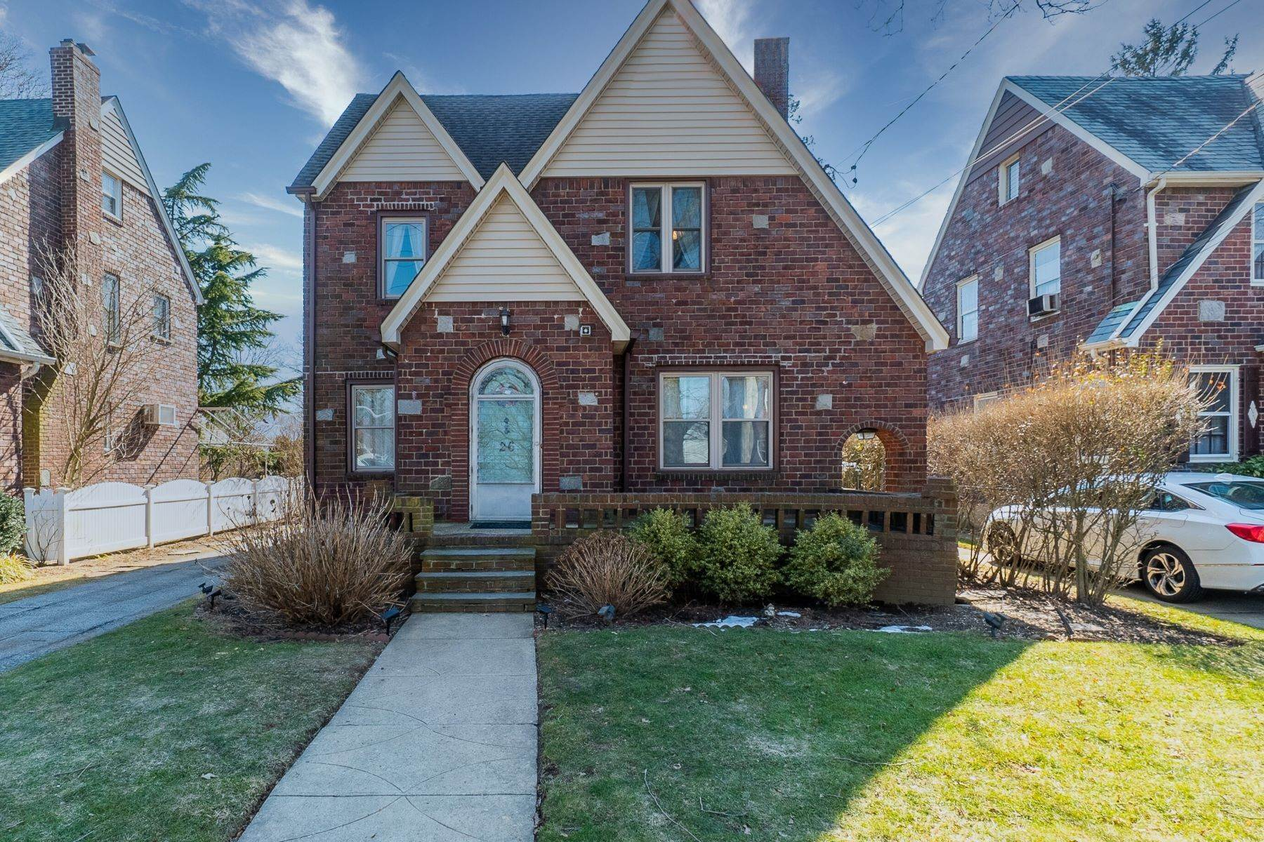 Single Family Homes for Sale at 26 Cisney Avenue, Floral Park, Ny, 11001 26 Cisney Avenue Floral Park, New York 11001 United States