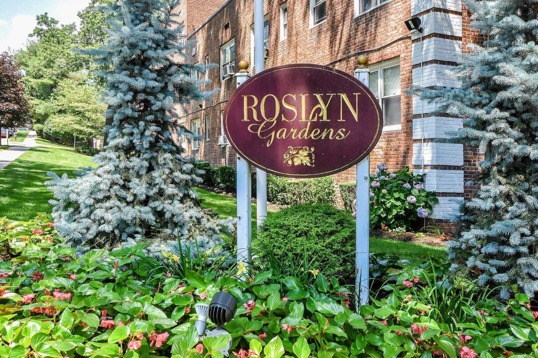 Co-op Properties for Sale at 32 Edwards Street, 2A, Roslyn Heights, NY 11577 32 Edwards Street, 2A Roslyn Heights, New York 11577 United States