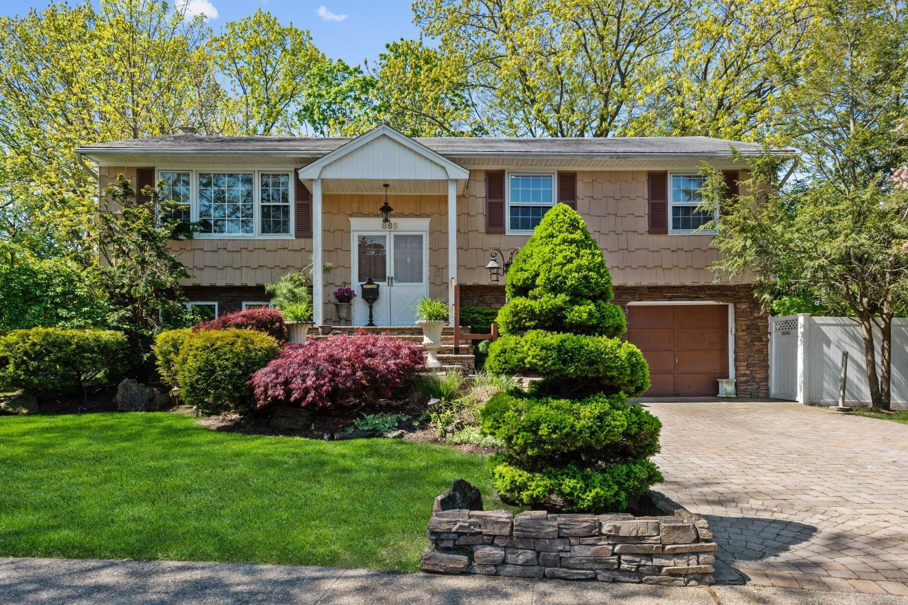 Single Family Homes for Sale at Westbury 865 Buckley Place Westbury, New York 11590 United States