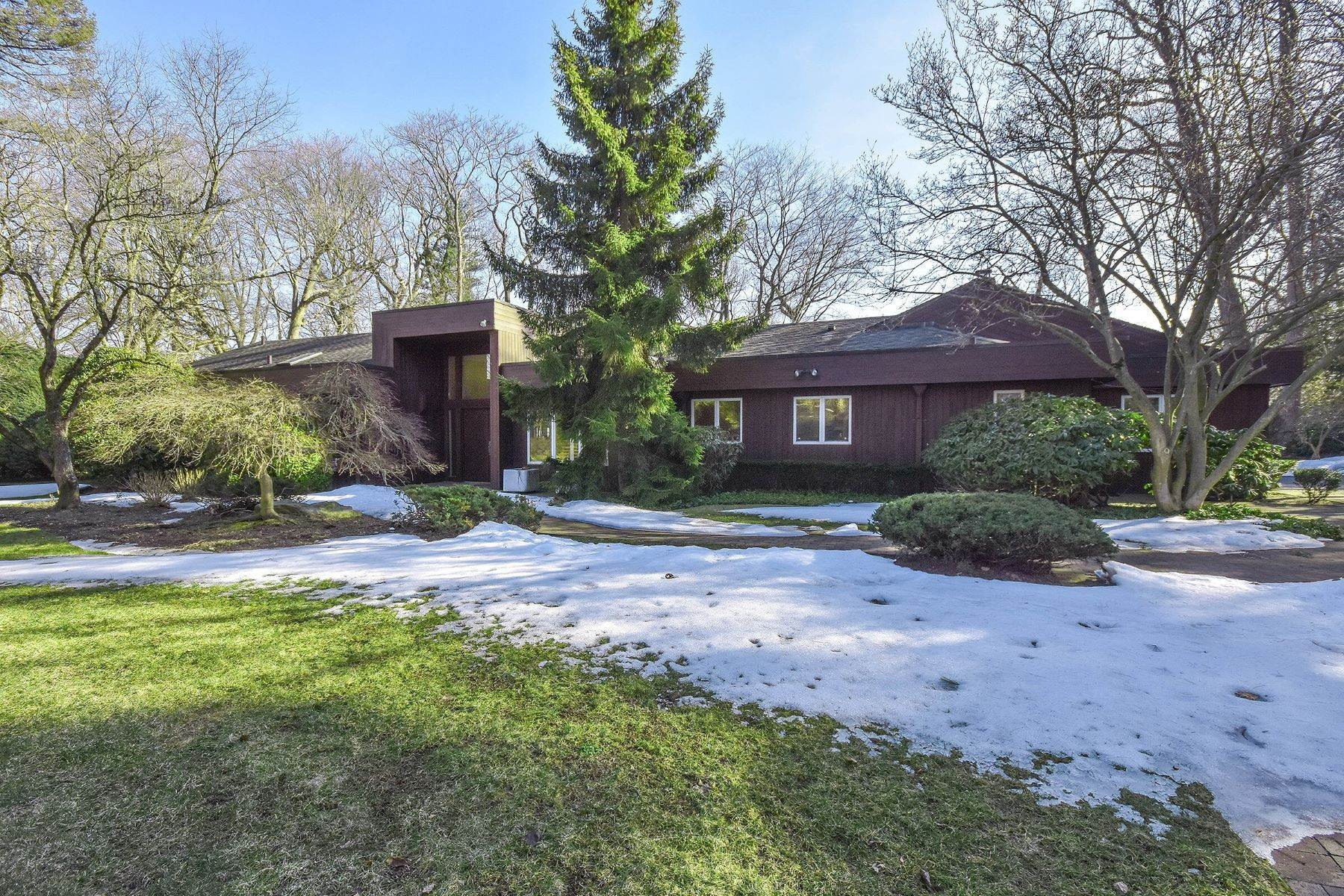 Single Family Homes for Sale at 31 Woodland Drive, Sands Point, Ny, 11050 31 Woodland Drive Sands Point, New York 11050 United States