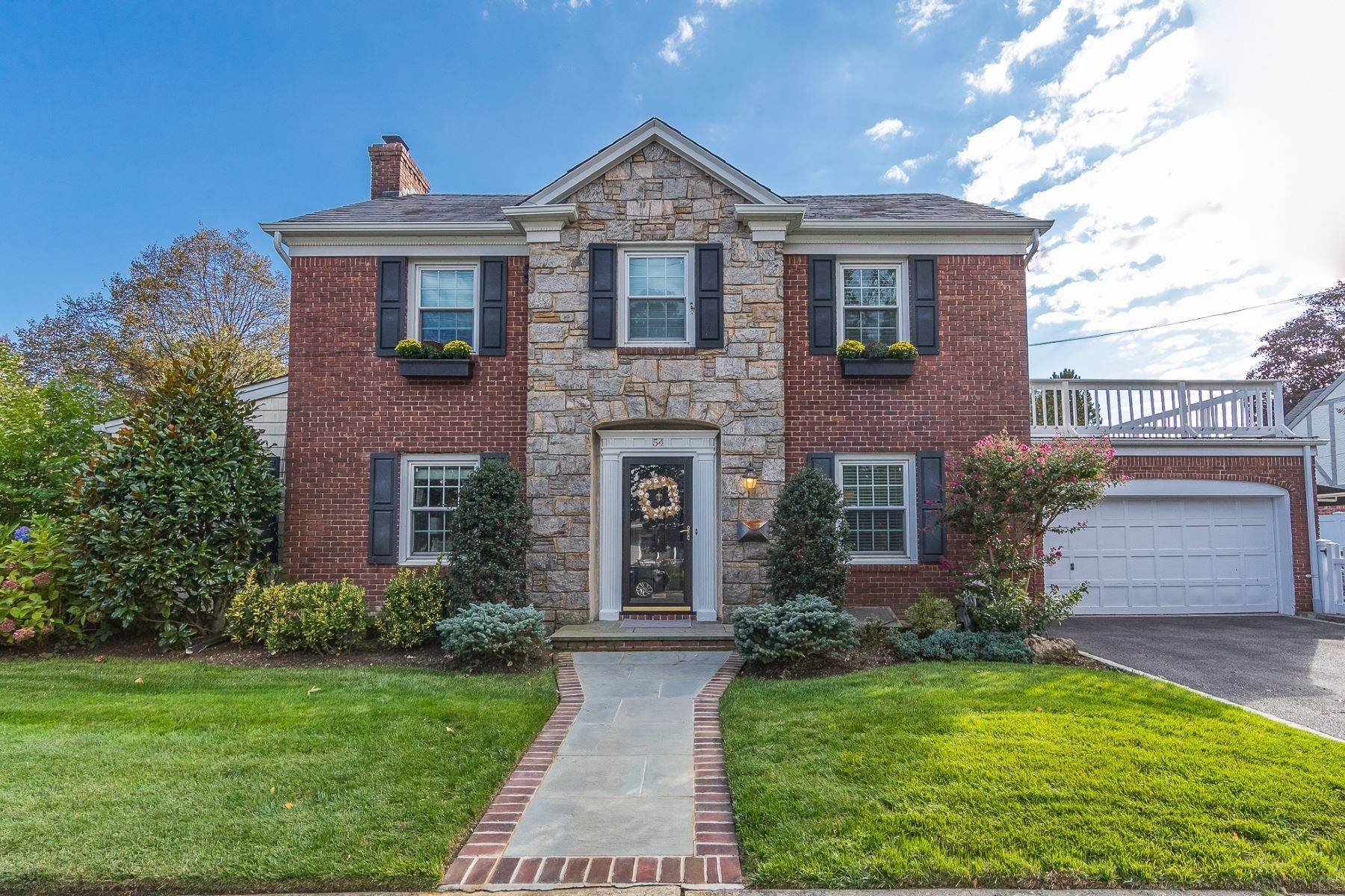 Single Family Homes for Sale at 54 Fountain Ave, Rockville Centre, Ny, 11570 54 Fountain Ave Rockville Centre, New York 11570 United States