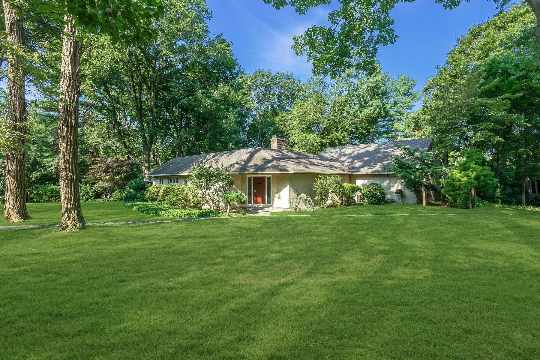 Single Family Homes for Sale at 8 Round Hill Lane, Sands Point, Ny, 11050 8 Round Hill Lane Sands Point, New York 11050 United States