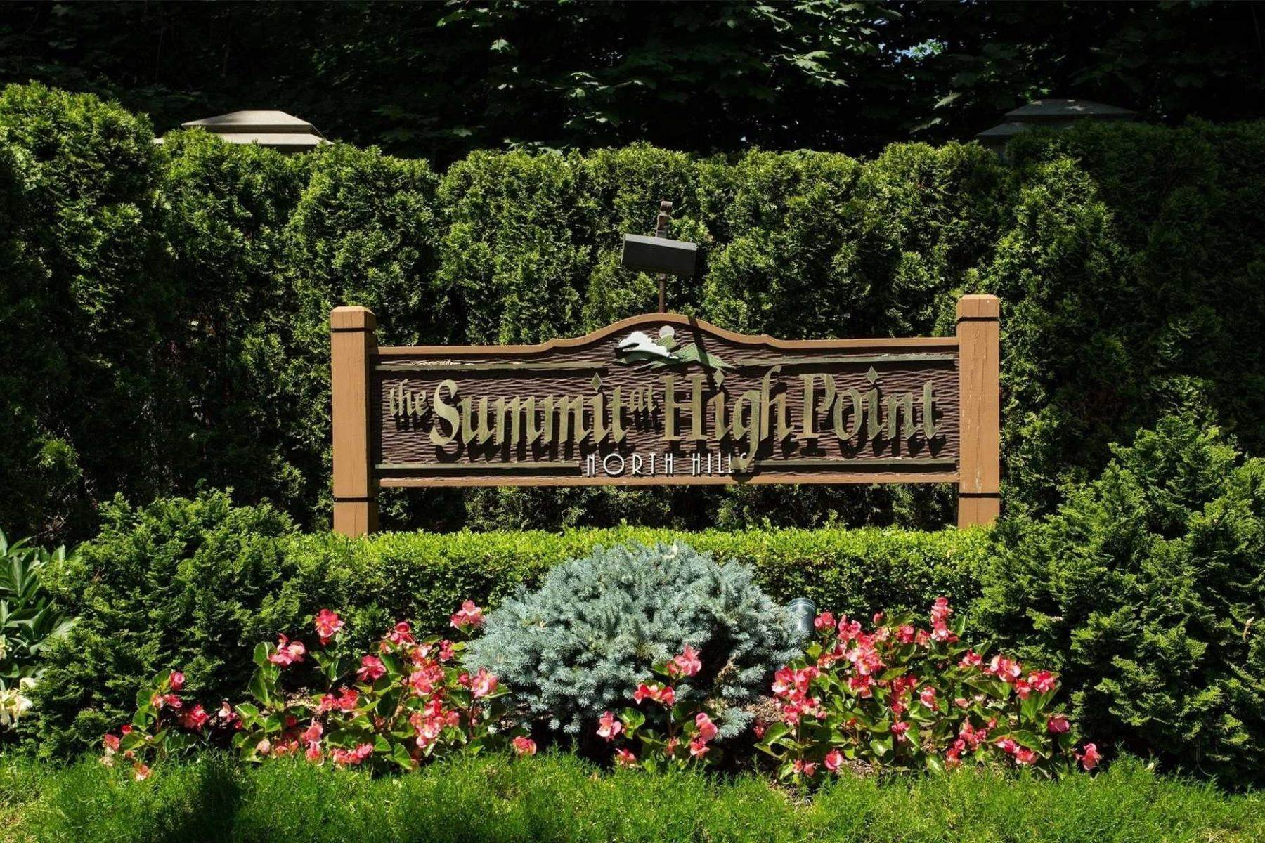 Condominiums for Sale at 72 Short Way, Roslyn Heights, Ny, 11577 72 Short Way Roslyn Heights, New York 11577 United States
