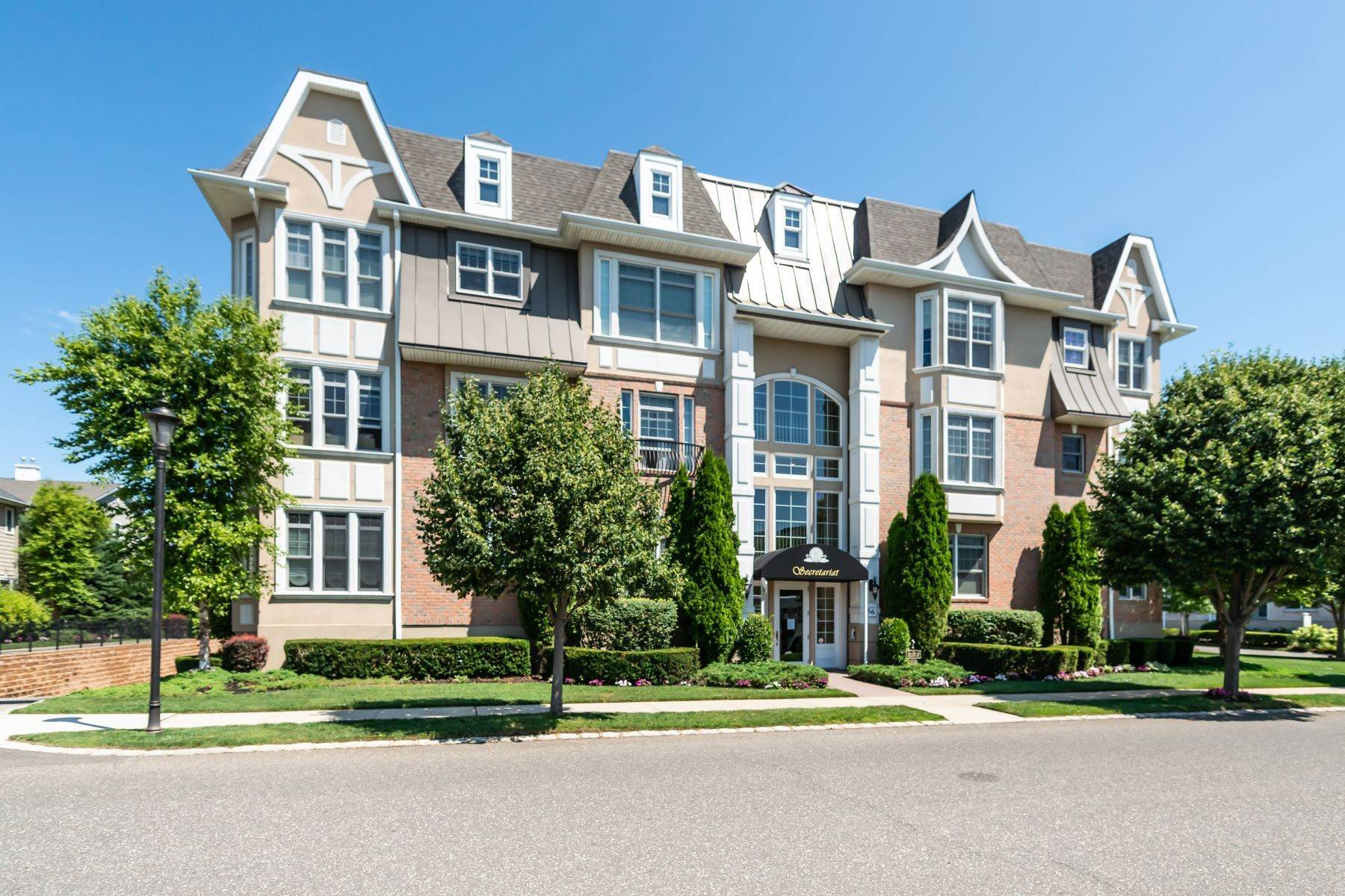 Condominiums for Sale at 1109 Roosevelt Way, Westbury, Ny, 11590 1109 Roosevelt Way Westbury, New York 11590 United States