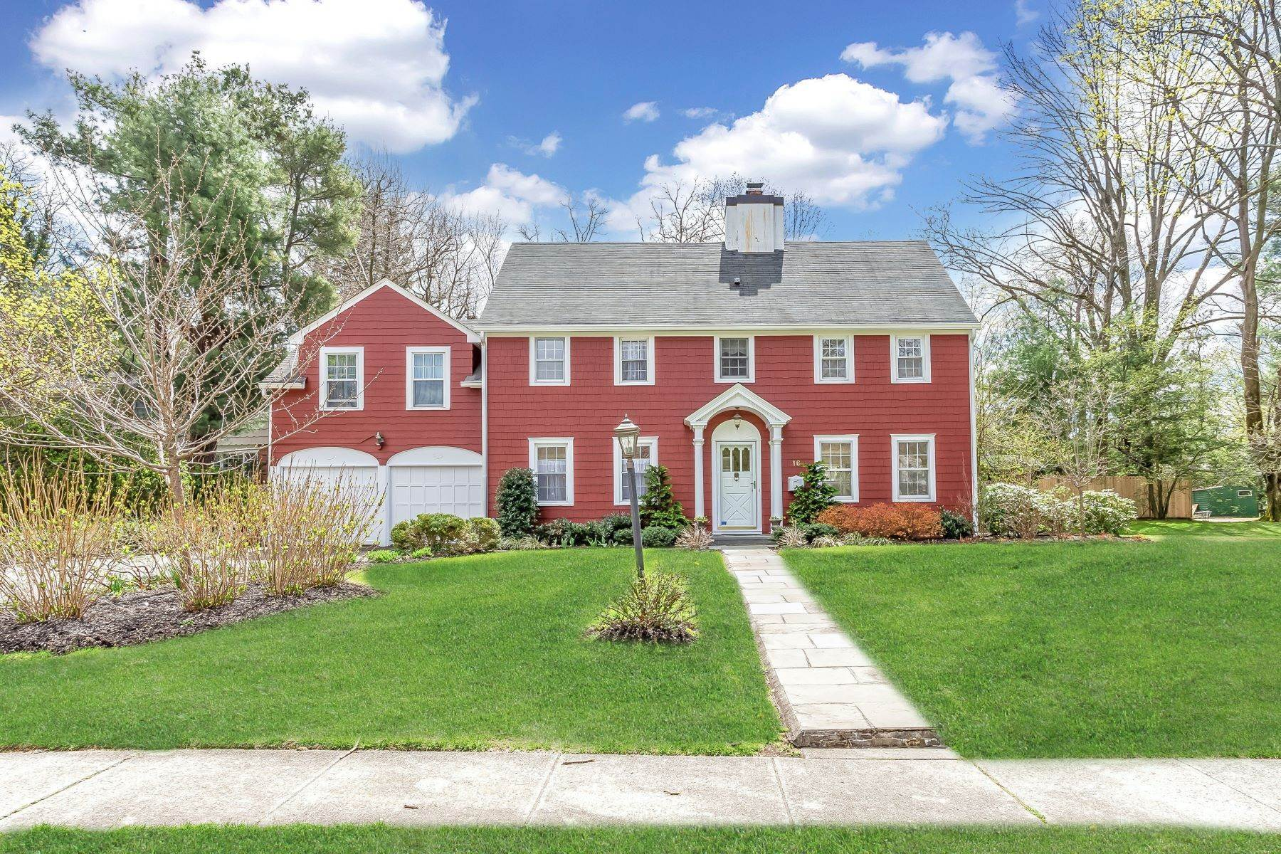 Single Family Homes for Sale at 16 Terrace Drive, Port Washington, Ny, 11050 16 Terrace Drive Port Washington, New York 11050 United States
