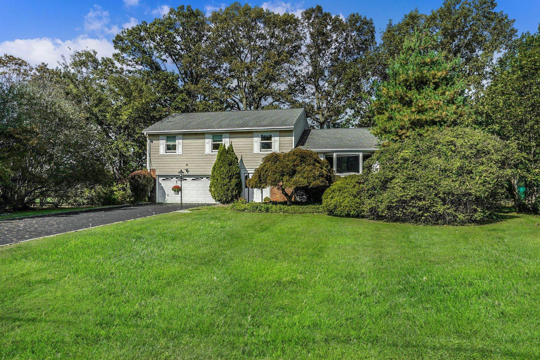 Single Family Homes for Sale at 41 Country Ridge Drive Rye Brook, New York 10573 United States