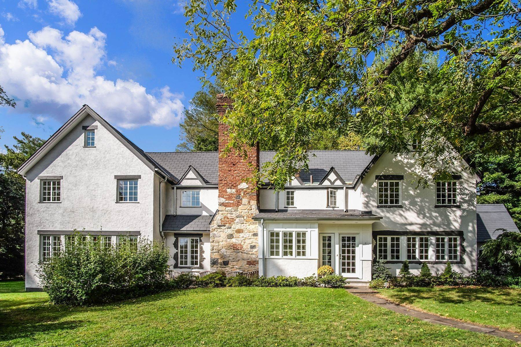 Single Family Homes for Sale at Beautifully Renovated Tudor! 5 Carstensen Road Scarsdale, New York 10583 United States