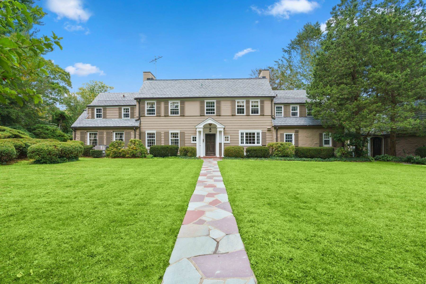 Single Family Homes for Sale at Beautifully Landscaped Property 3 Richbell Road Scarsdale, New York 10583 United States
