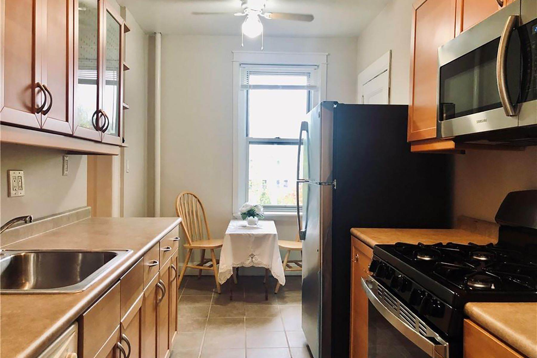 Co-op Properties for Sale at Spacious One Bedroom in Pet-Friendly Building! 472 Gramatan Avenue, 4J Mount Vernon, New York 10552 United States