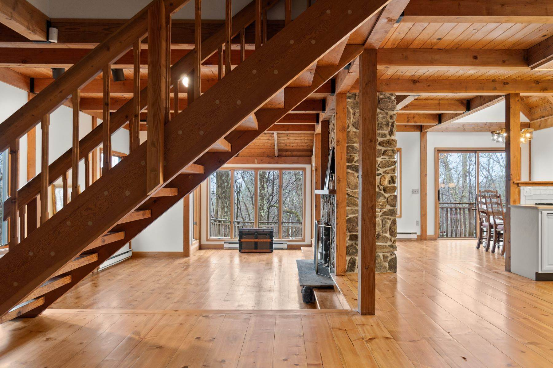 27. Single Family Homes for Sale at Secluded Mountain Top Post & Beam 35 Stone Ledge Rd Hillsdale, New York 12529 United States