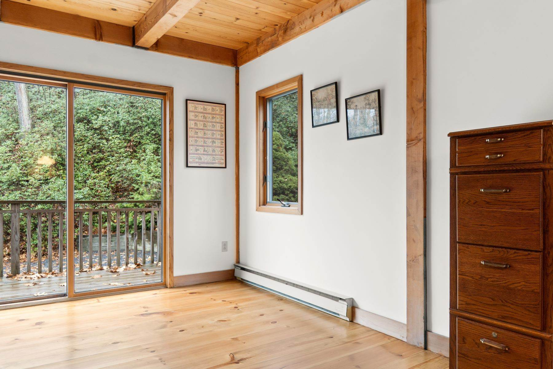 8. Single Family Homes for Sale at Secluded Mountain Top Post & Beam 35 Stone Ledge Rd Hillsdale, New York 12529 United States