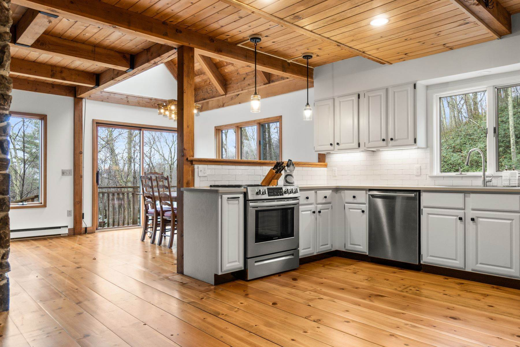 6. Single Family Homes for Sale at Secluded Mountain Top Post & Beam 35 Stone Ledge Rd Hillsdale, New York 12529 United States