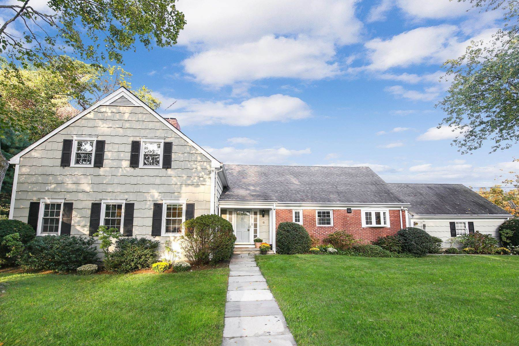 Single Family Homes for Sale at Great Location, golfer's paradise! 8 Carriage House Lane Mamaroneck, New York 10543 United States