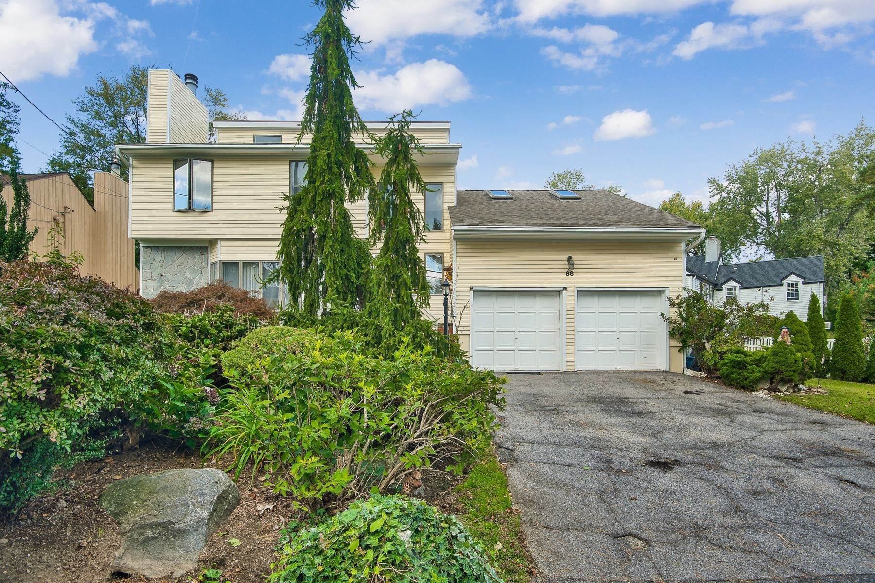 Single Family Homes for Sale at Magnificent Home for Gracious Living 88 Rockingchair Road White Plains, New York 10607 United States