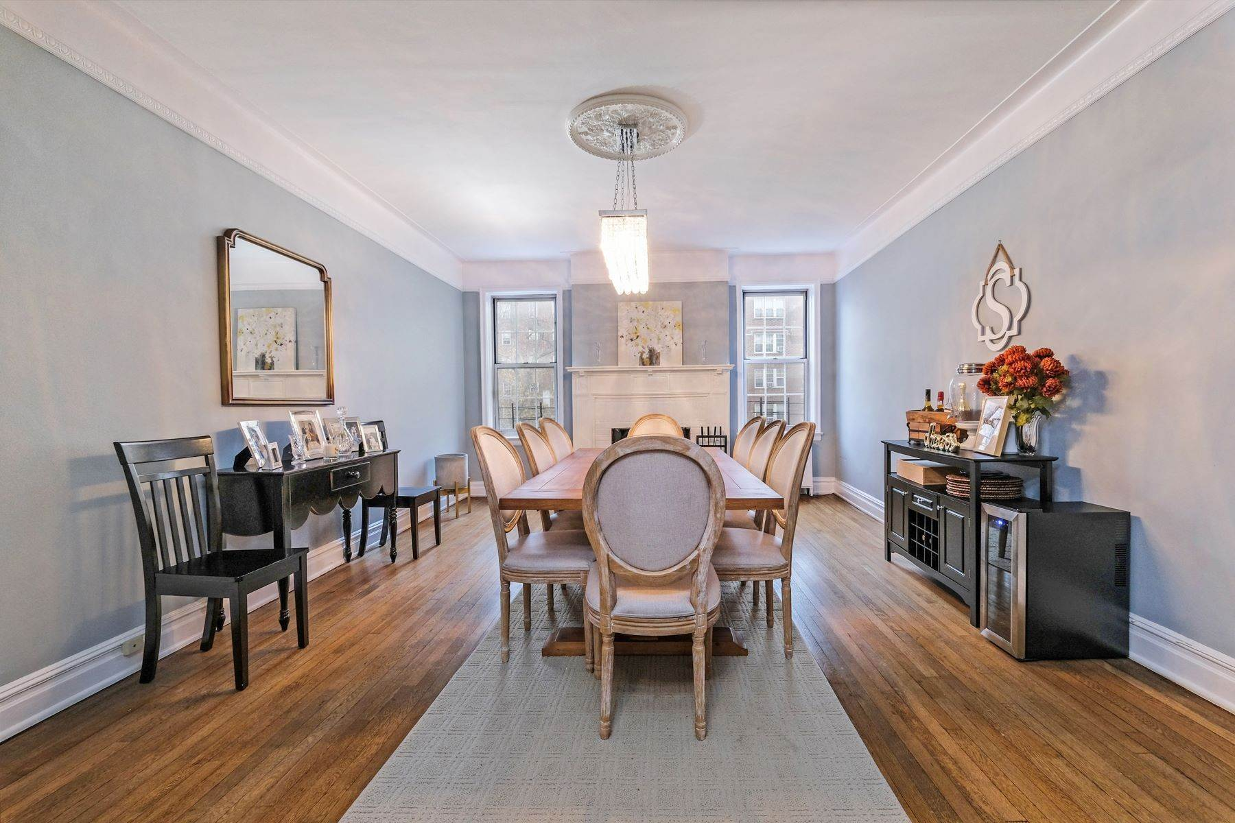 Co-op Properties for Sale at Spacious, Renovated 2 Bedroom CoOp 25 Parkview Avenue, 4EF Bronxville, New York 10708 United States